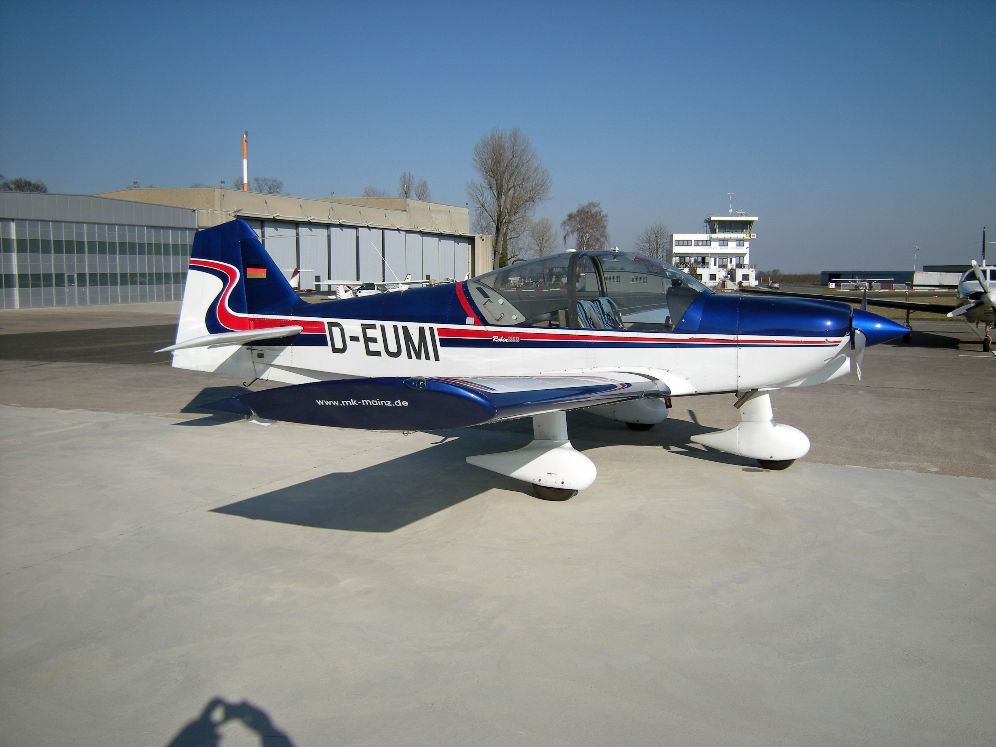 Robin R2160 aerobatic trainer. Picture courtesy Motor-Kunstflugschule, Mainz, Germany.